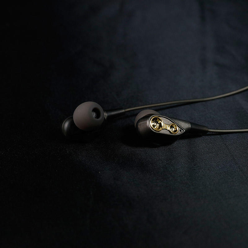 Technology of Double-action-coil Earphone with four speaker inside and big bass music and very good qulity